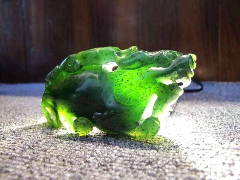国内权威杂志《矿床地质》早在1996年就有关于用红外光谱鉴定宝玉石——以翡翠为例的文献