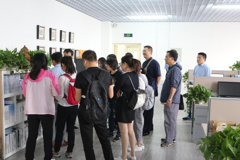 紅外光譜分析培训班学员参观天津能谱